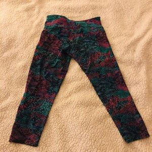 Onzie cropped yoga leggings. Size small.